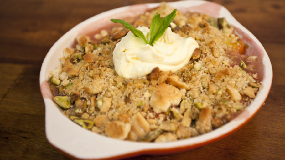 PEACH AND PISTACHIO CRUMBLE