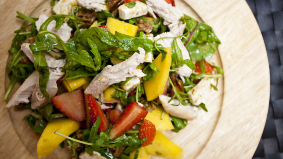MANGO, STRAWBERRY AND CHICKEN SALAD