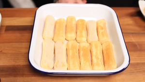 lay out the sponge fingers