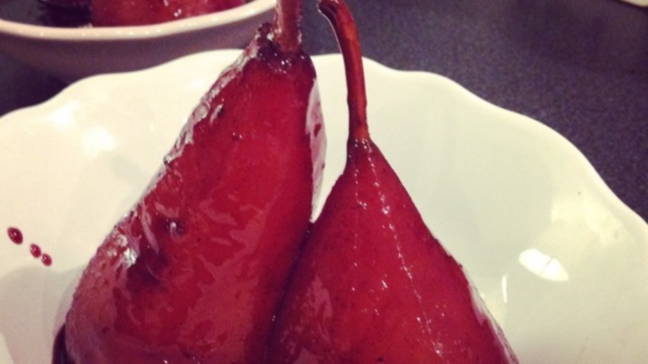 Christmas Pears.Christmas Spiced Poached Pears