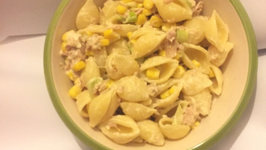 TUNA ONION SWEET CORN PASTA SALAD WITH MAYONNAISE