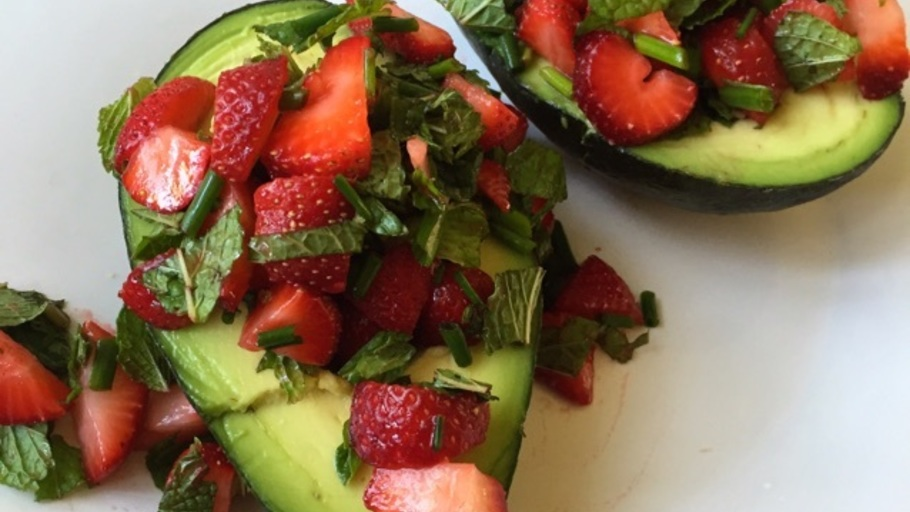 AVOCADOS STUFFED WITH STRAWBERRY SALSA
