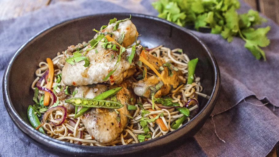 SIMPLE SPICY FRIED CHICKEN WINGS WITH NOODLES