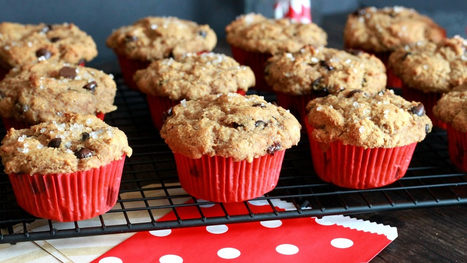 THE ULTIMATE CHOCOLATE CHIP MUFFIN