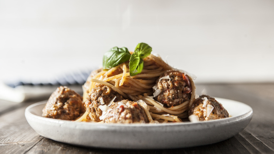 CLASSIC MEATBALLS AND SPAGHETTI
