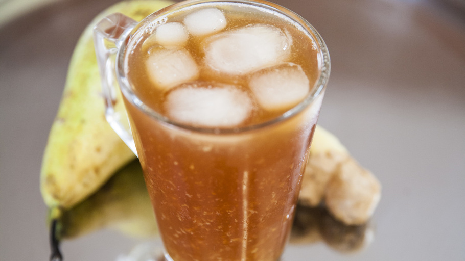 ICED PEAR AND GINGER TEA