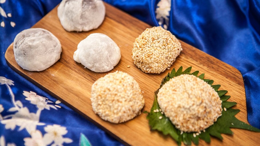 RED BEAN FILLED MOCHI BALLS