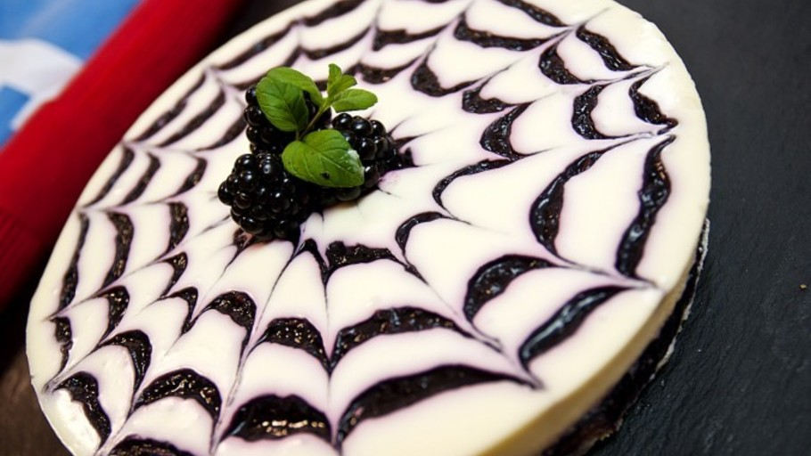 BLACKBERRY WEBBED CHEESECAKE