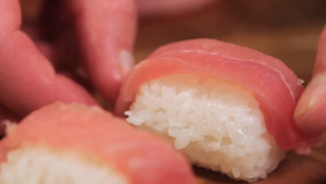 make the nigiri